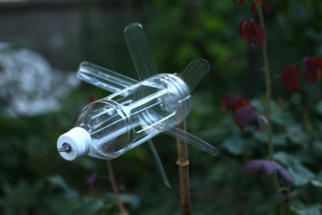 【ペットボトル風車でモグラ退治】簡単で効果のある作り方を解説!